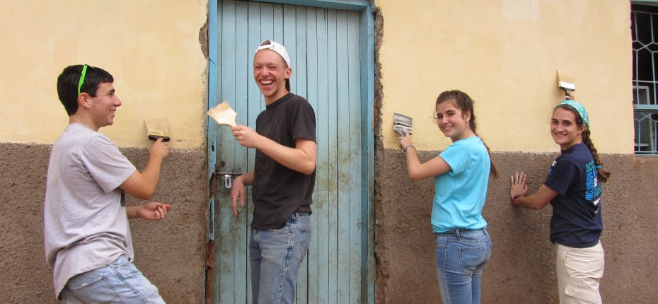 High School Students Volunteering Abroad Community Service