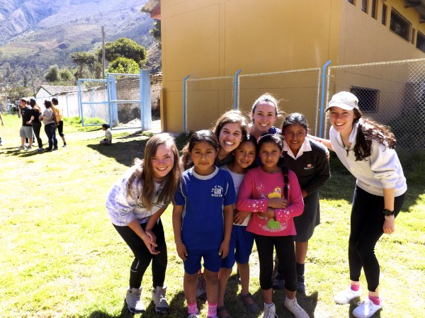 Volunteer High School Students and Peruvian Children