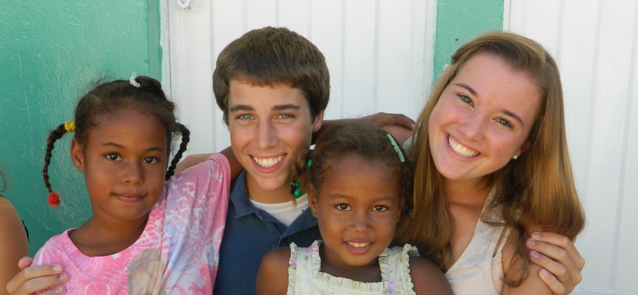 Teen Volunteers doing Community Service in the Dominican Republic