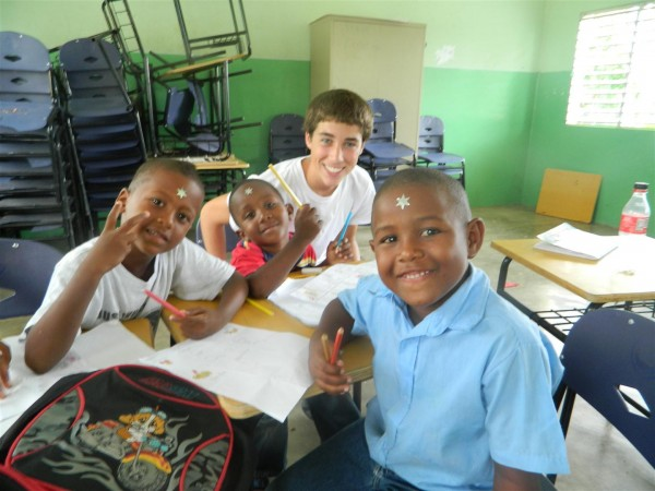 Volunteer-Caribbean-Summer-Abroad-Teen-Travel
