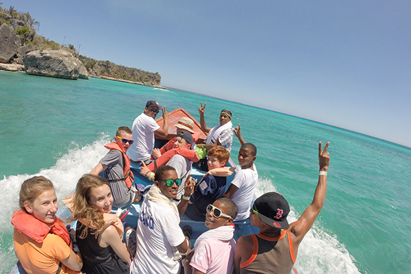Students explore the Dominican Republic's beaches on our community service program